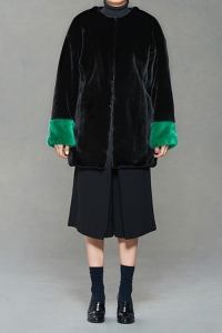 Black trimming coat